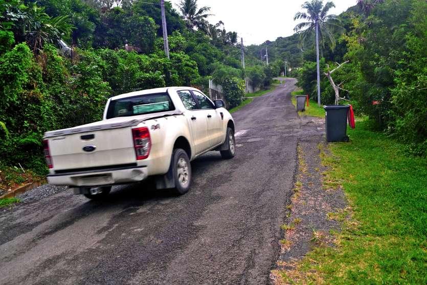 Rue RP Montrouzier, située à la tribu de La Conception, 4 500 mètres carrés de route vont être refaits. Photos A.P