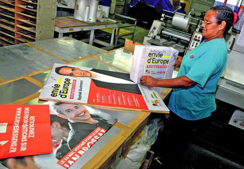 Une partie de la propagande est imprimée localement, comme ici aux IRN. Le reste est acheminé par avion.  Photo Thierry Perron