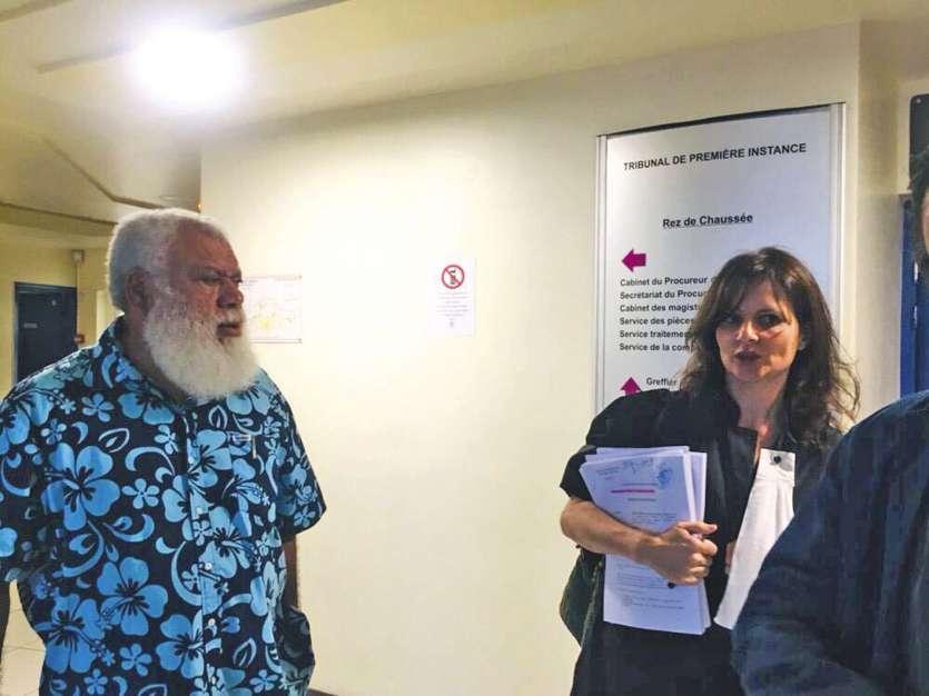 Paul Néaoutyine est renvoyé en correctionnelle pour favoritisme.  Me Moresco (à dr.) assiste le directeur de l'association Fleur de vie. Ph. J.-A.G.-L.