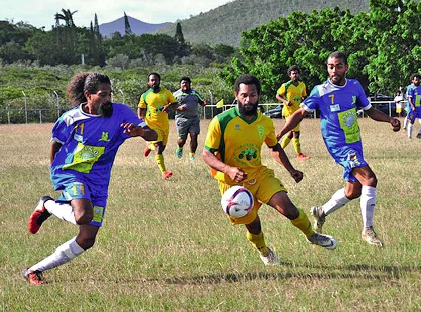 Samedi après-midi à Koumac, le RC Poindimié (en jaune) a dominé 4-0 l\'AS Grand Nord  en qualification provinciale de la Coupe de CalédoniePhoto I.C.