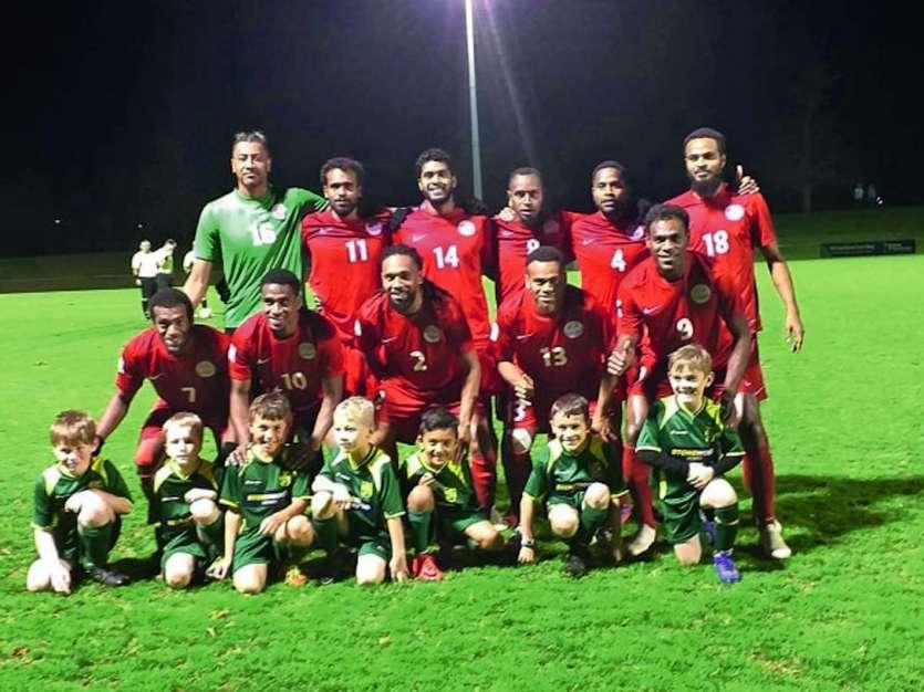 Les joueurs calédoniens en compagnie des jeunes de Papakura City FC, un club qui évolue en 2e division néo-zélandaise. Photo DR