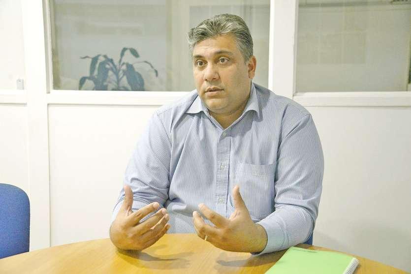Irshaad Hakim, depuis quinze ans dans le groupe Suez WTS, compte sur un tout nouveau directeur commercial pour  la Nouvelle-Calédonie et le Pacifique Sud pour développer l'expertise du groupe sur le marché local.Ph. Thierry Perron