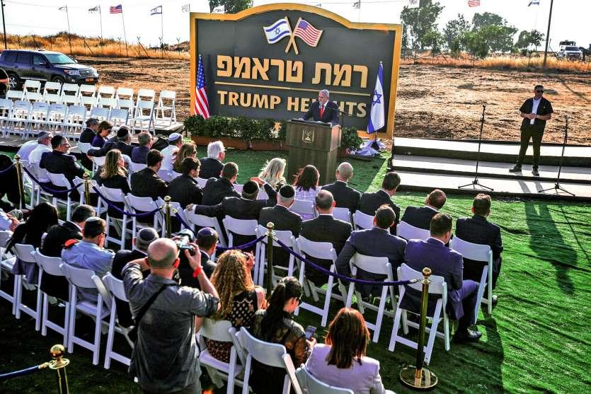 Un panneau portant le nom de la colonie a été dévoilé. En février 2017, la Maison Blanche avait affirmé que la construction de nouvelles colonies israéliennes dans les territoires occupés n'aiderait pas à établir la paix. Photo AFP