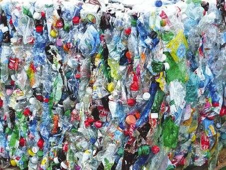 La consigne des bouteilles en verre était très répandue dans les années 60 et 70. Elle devrait reprendre du service prochainement, mais avec le plastique.Photo DR