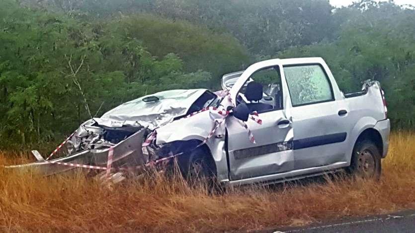 La collision est intervenue vendredi soir à Baco, entre une fourgonnette et une voiture.Photo Glenn Newland