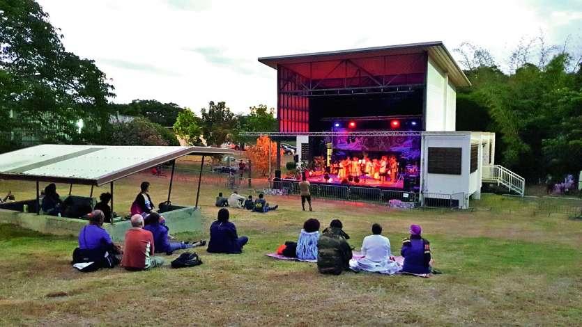 Les groupes ont joué sur la scène extérieure de 17 heures à 22 heures. Photo K.B.