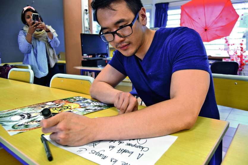 Le conseil a validé la prise en charge des frais de déplacement et d'accueil de l'illustrateur de Manga Mister Mango, lors du festival Go Manga, qui s'est déroulé le mois dernier à la médiathèque. Photo J.J