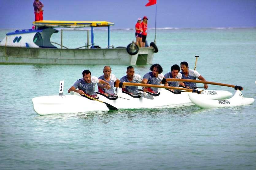 Le cri des Cagous a résonné depuis la baie de Mulifanua après que l\'équipage calédonien eut passé la ligne d\'arrivée en tête. Photo T.M.