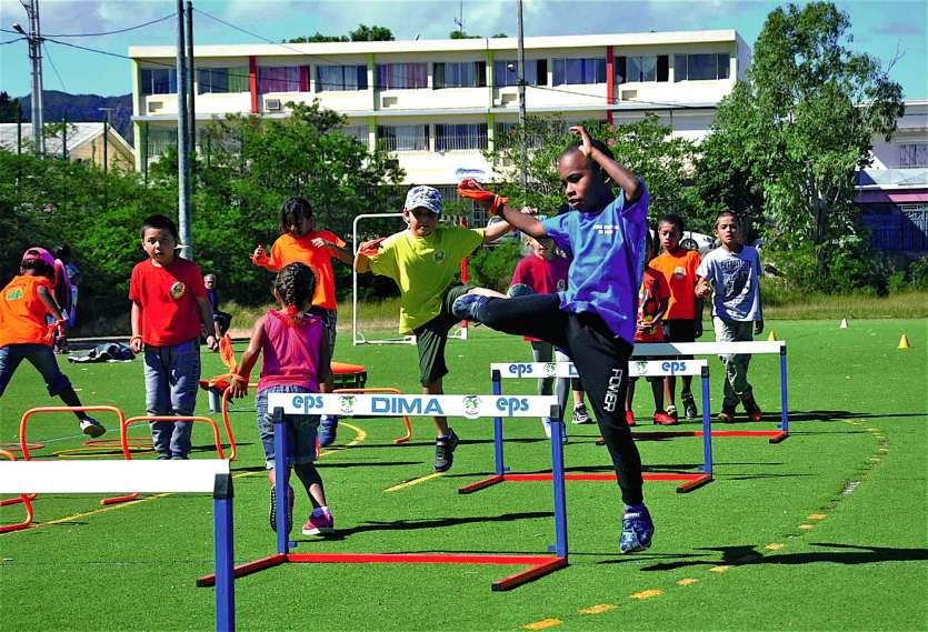 Excellence, amitié et respect étaient le leitmotiv de cette journée qui avait également pour objectif de faire découvrir les sports aux enfants de CE1 et de leur donner l'envie de les pratiquer, comme ici à l'atelier athlétisme animé par Gisèle Martin, du