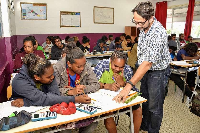 Mathématiques, espagnol, économie-droit, pas moins de 200 lycéens, venus de toute la Calédonie, vont réviser au lycée Do Kamo pendant ces deux semaines.Photo Thierry Perron