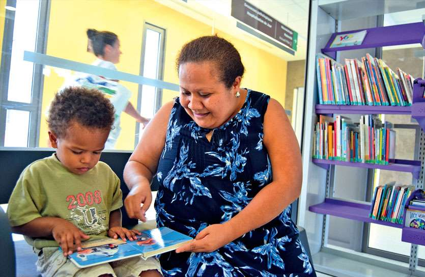 Thérésa Katé, la bibliothécaire du Médipôle, s'est occupée de Raphaël, deux ans. Les enfants ne sont pas admis dans certains services.
