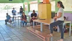 Les parents visitent la future école de leurs enfants