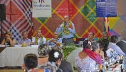 Alain Juppé rencontre  les Wallisiens au Fale fono