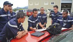 Quatorze sapeurs-pompiers de la Sécurité civile et des centres de Nouméa, Mont-Dore, Dumbéa, Païta, Canala, Sivm-Sud et Poindimié ont suivi une formation d'une dizaine de jours, initialement dispensée en Métropole à Valabre.