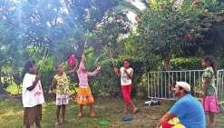 Les enfants de Pouébo  à l'école de la balle