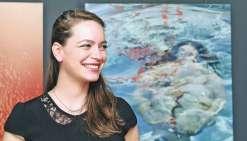 Nouméa, le 9 août. Justine Collomb a attiré un public venu nombreux pour le vernissage de Transparence(s), à la galerie Label Image.