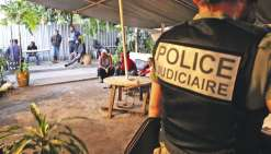 Hier, les policiers de la brigade des stups ont minutieusement contrôlé les clients d'un nakamal, situé rue de Sébastopol, à la recherche de cannabis.