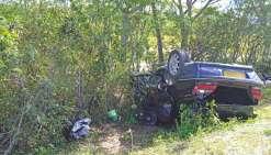 L'état de la voiture donne une idée de la violence de l'accident. D'après la gendarmerie, aucun autre véhicule ne serait impliqué dans ce drame.