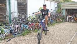Les Vélos du cœur en quête  de bicyclettes à réparer
