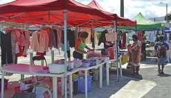 Le marché anime le parking du Mouv'