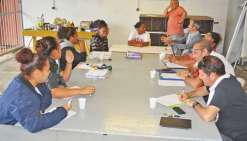 Lycéens et professeurs gèrent ensemble les petits conflits