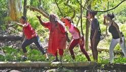 Le personnel éducatif formé  à la danse, à la tribu de Ouaté