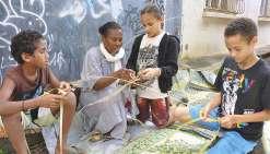 Les petits conteurs de Poum apprennent avec des artistes