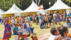 Organisé par la province Sud depuis 2013, le festival « les couleurs de Déva » permet de rassembler toutes les communautés et attendait cette année près de 7 000 personnes.