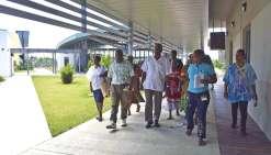 Dumbéa, jeudi 15 septembre. Comme Jessica (à droite), près de soixante-cinq employés du CHT, aidés pardes stagiaires de l'IFPSS (Institut de formation des professions sanitaires et sociales), deviennent guides le tempsde faire découvrir aux visiteurs le f