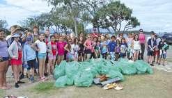 Collégiens et écoliers gardent propre le platier