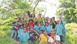 Les élèves de l'internat provincial  reboisent à la Néra