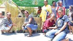 Le marché mensuel de la tribu de N'Dé attire les curieux