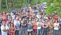 Une foule en colère contre les blocages de la RP1