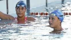 Emma Terebo nage vers les bassins de Floride