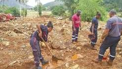 Avec plus de 3 mètres de gravats entassés par endroits, les recherches des corps des derniers disparus n'ont pas été concluantes.
