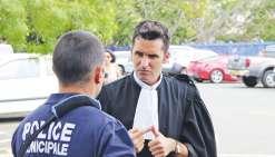 Les policiers victimes de l'agression ont été défendus par Me Calmet. Une comparution  immédiate avait eu lieu le 26 septembre. Les prévenus avaient alors demandé un délai.