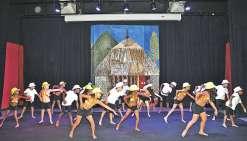 Les élèves de CE1 se donnent à fond sur la piste de danse