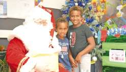 Le père Noël a fait des heureux  dans les rues de Dumbéa