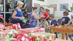 Distribution générale de cadeaux à la mairie