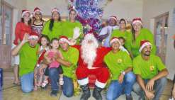 Le père Noël accueillit chaleureusement