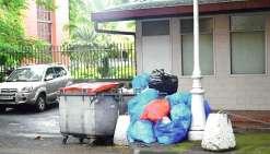 Les déchets commencent à s'accumuler à Papeete