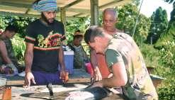 Les militaires  en immersion à Pambou