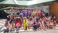 Les vacanciers de Koné et ceux  La Foa font les clowns ensemble