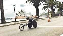 Brignone costaud dans les rues de Sydney