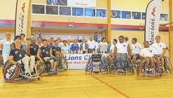 Les joueurs du Basket rugby club dans des fauteuils neufs