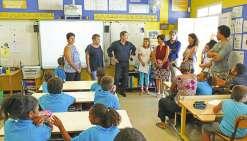 Philippe Michel, président de la province Sud, a rendu visite à l'école Christine-Boletti, à Magenta, hier matin. L'occasion de défendre les mérites des uniformes, un dispositif dont il n'était « pas fan » il y a encore quelques mois.