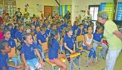 Distribution de dictionnaires  aux élèves de CE1 des Scheffleras