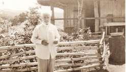 Joseph Pinsat fils de Jean dit Amédée. Il naît le 30 octobre 1882 à Lavaur en Dordogne.  Cultivateur, il est décédé le 27 novembre 1962 à Bourail.