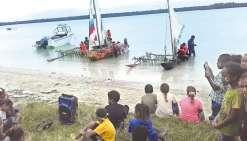 La pirogue des écoliers  a pris la mer pendant la foire