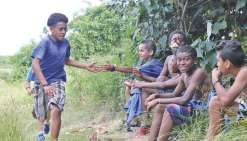 Cinq cents collégiens et lycéens  à l'assaut de Gouaro Déva